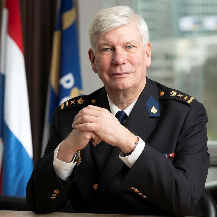 Dhr. mr. H.P. (Henk) van Essen